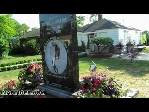 Michael jackson 39 s childhood home doovi for Jackson 5 mural gary indiana
