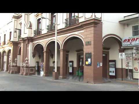 El jardin y la presidencia ciudad hidalgo michoacan youtube for Cafe el jardin centro historico