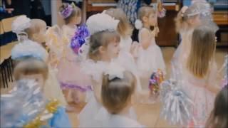 Новый год в детском саду. Танец маленьких снежинок.