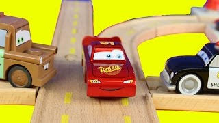 Disney Pixar Cars Wooden  Sheriff's Race'n Chase Wood Track Playset With Lightning McQueen Mater