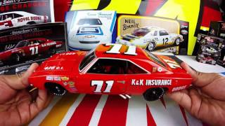 Lionel Racing BOBBY ISAAC #71 1969 DODGE CHARGER 500 1:24 Scale diecast car part of the UNIVERSITY OF RACING
