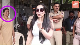 Sanjay Duttand#39;s Wife Manyata Dutt Cast VOTE in Mumbai | Maharashtra Assembly Elections 2019