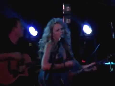 Taylor Swift Permanet Marker LIVE  RARE VIDEO