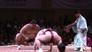 La crociata della sindaca giapponese contro il sessismo nel sumo
