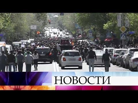 В Армении после ухода премьер-министра в отставку митинги вспыхнули с новой силой.