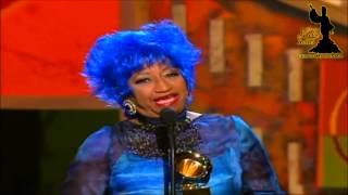 Celia Cruz recibe Grammy Latino por Mejor Interpretación en Salsa 2000