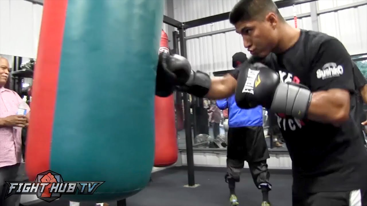 Mikey Garcia Slams The Heavy Bag With Hooks In Workout Video