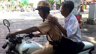 CSGT đội 3 hỗ trợ ông cụ bị lạc đoàn thăm quan của tỉnh Thái Bình | Nhật ký 141