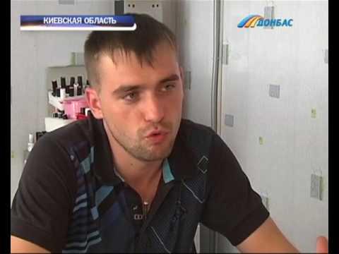 На Киевщине мужчина делает женщинам маникюр и устраивает при этом шоу