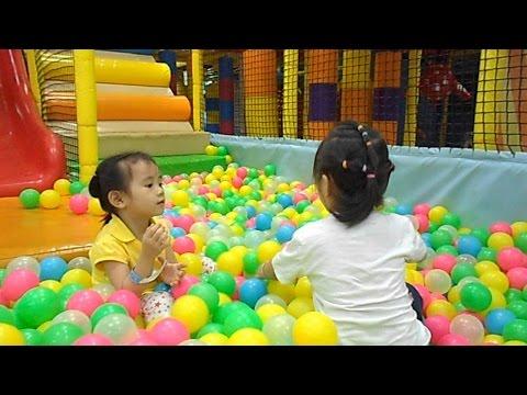 Bé chơi nhà bóng Indoor Playground Ball Pit Fun