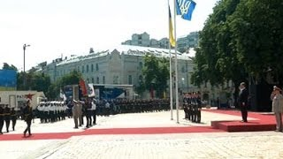 Poroshenko Sworn in As Ukraine
