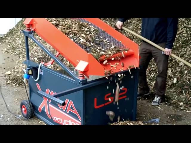 Hackschnitzel sieben mit dem Rüttelsieb LS12 von Xava Recycling