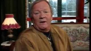 Erkki Junkkarinen - RUUSUJA HOPEAMALJASSA