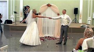 Свадебный вальс в загсе