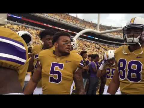 Watch LSU coach Les Miles, players run to locker room before game