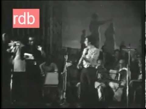 R.D.Burman Live 1976 - Performing Mehbooba Mehbooba