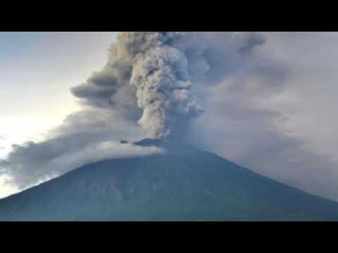Bali volcano Eruption earthquakes in Indonesia