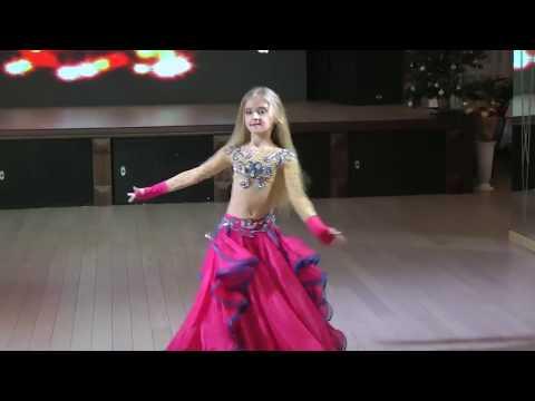 رقص شرقى مصرى اداء  بنت  صغيرة روسيا  ولا  اروع thumbnail