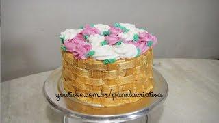 Bolo cesta de rosas com cesta dourada/Chantilly dourado