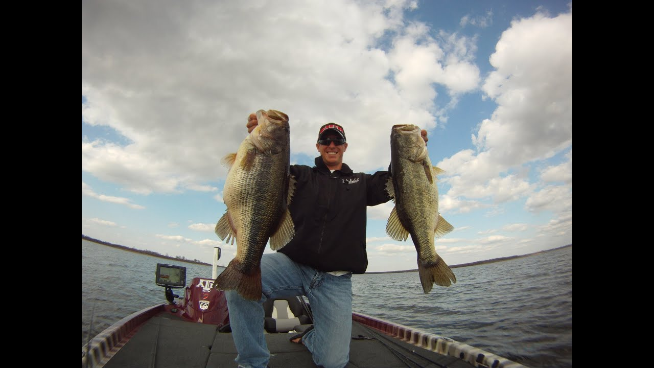 Alabama rig 25 lbs of bass in 2 casts youtube for Alabama rig fishing