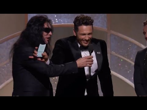 Tommy Wiseau tries to steal mic from James Franco but fails during 2018 Golden Globes speech
