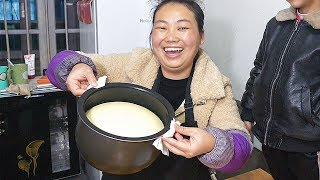 電鍋做蛋糕,蓋子掀開那一刻,心情很激動,期待成功 | Rice cooker to make a cake, open the lid of the moment, very excited