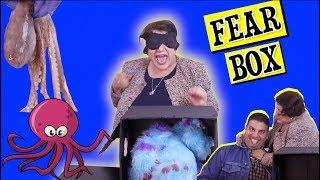 بهذلنا ماما سعاد بتحدي صندوق الخوف    what's in the fear box?