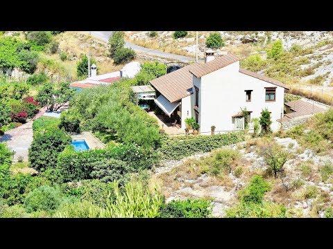 Velez de Benaudalla. Ref: 0051. Large house and separate cortijo.
