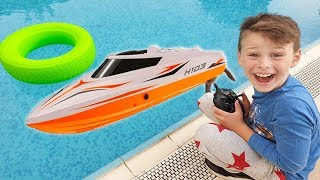 ALİ HAVUZDA KUMANDALI TEKNE KULLANIYOR Funny Kid Ride Power Boat in the pool, play for Kids