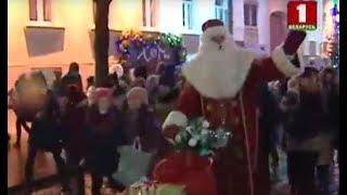 Более 400-х Дедов Морозов и Снегурочек прошли по центральной улице Гродно
