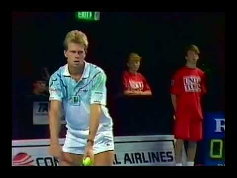 Edberg i semifinal