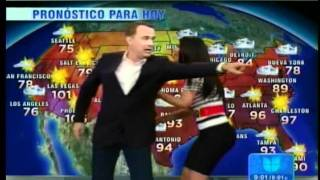 "Tom Hanks en Univision ""Despierta America"": Hanks does the weather"