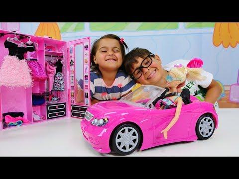 Mikail baba Barbie oynuyor