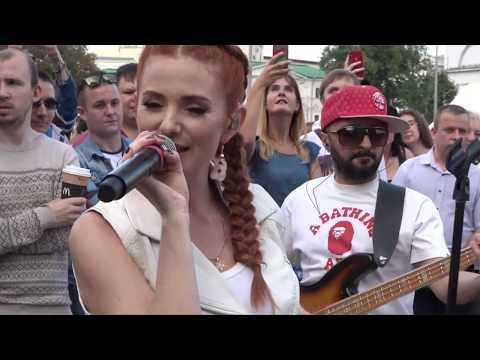 Lena Katina (t.A.T.u.) Live @ Arbat Street (Full Performance)