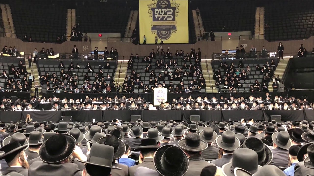 satmar-rebbe-speaking-to-his-followers-at-nassau-coliseum