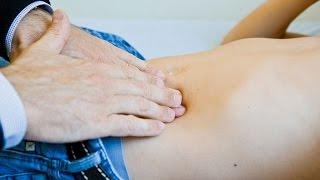 У ребенка болит живот у пупка: что делать?
