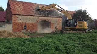 Wyburzenie starej stodoły