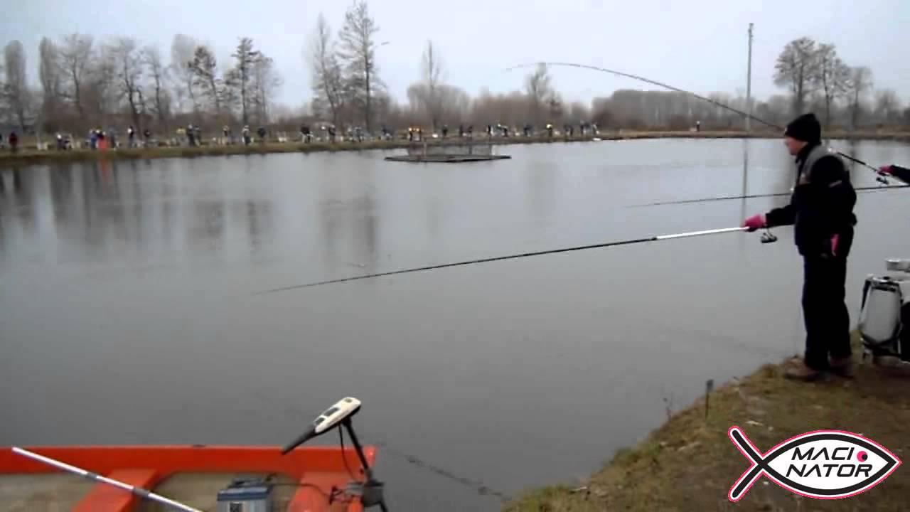 Mormyshka per inverno pescando su una pertica di picca di video