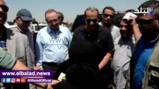 وزير الزراعة ومحافظ بني سويف يفتتحان موسم جني القطن بـ «سدس».. فيديو وصور