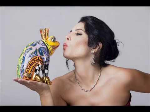 Vivica Genaux sings Cesare's arias from Giulio Cesare by Händel !!