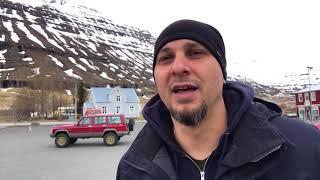 Исландия. Дома не закрывают. Машины не глушат.