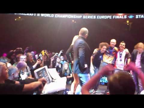 Gangnam flashmob during Starcraft II European Finals in Stockholm (Gamer.nl)