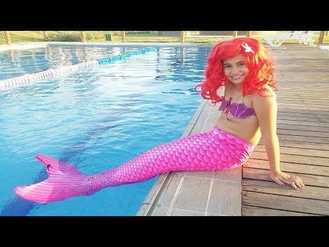 A menina sereia!  Historinha da Bela com cauda de sereia na piscina   DisneySurpresa