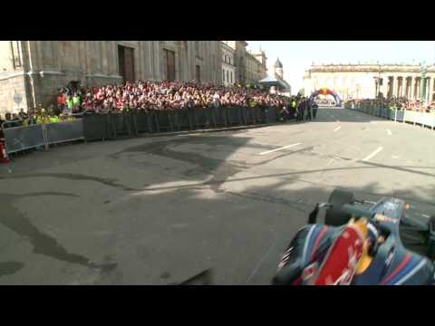 David Coulthard - Red Bull F1 demo in Bogota (Colombia)