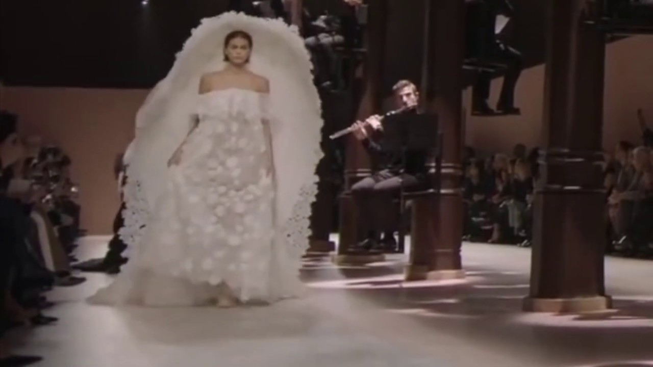 Kaia Gerber Trips On Her Wedding Dress At Givenchy Haute Couture Spring Summer 2020 Fashion Show Youtube