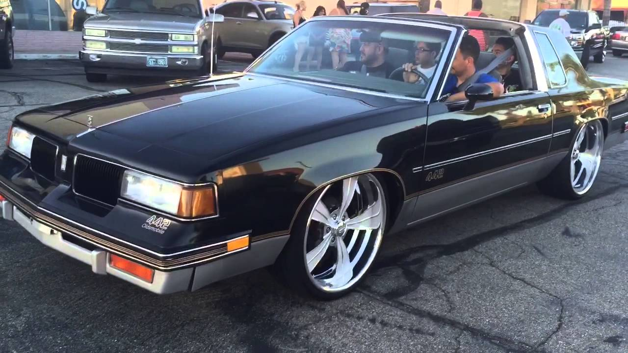 Cutlass 442 bagged on 22's staggered intros - YouTube