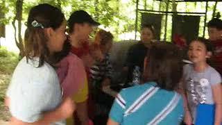 Doğada Yaparak Öğren - Oyun arasında çocuklar öğretmenleri ile birlikte
