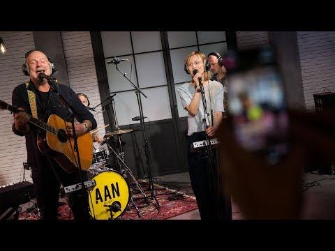 Bløf & Geike Arnaert - Zoutelande (live bij Joe)