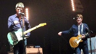 Baixar Noel Gallagher talking to kids in crowd at Lowlands 2016