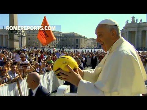 Đức Giáo Hoàng với Cha mẹ: Hãy truyền đức tin cho con cái. Dạy chúng làm Dấu Thánh Giá